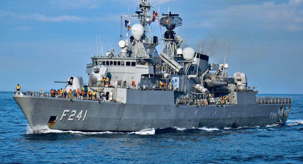 Fragata turca TCG Turgutreis (F 241), participa de exercícios navais no mar Adriático em 17 de fevereiro de 2015