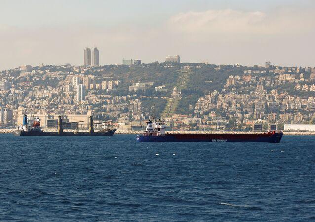 Baía de Haifa, com a cidade em segundo plano, Israel, 9 de junho de 2021