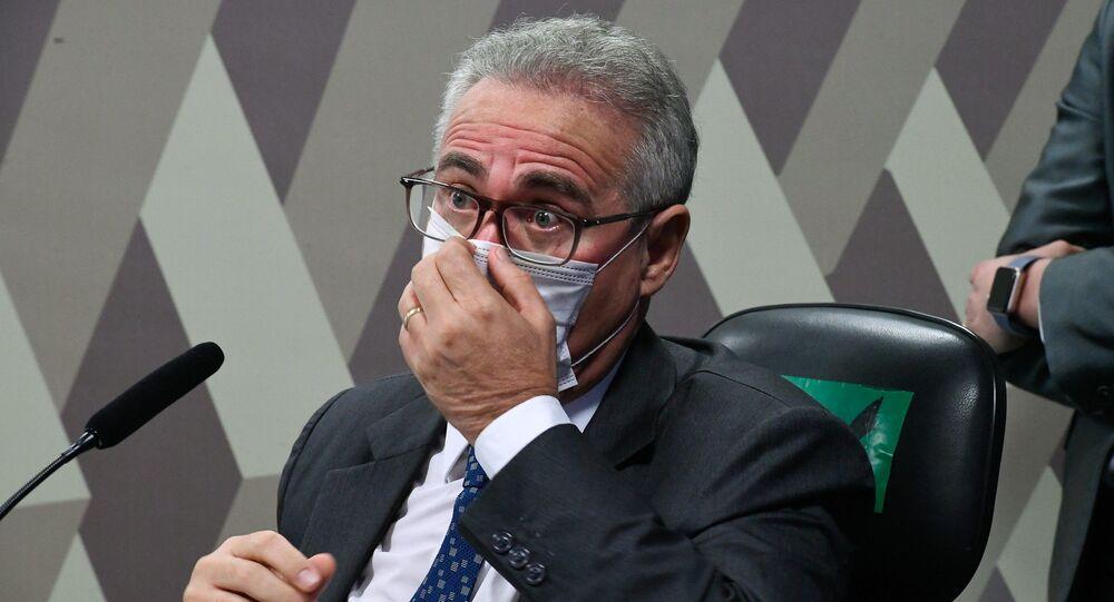 À mesa, na CPI da Covid, relator senador Renan Calheiros (MDB-AL), Brasília, 1º de julho de 2021