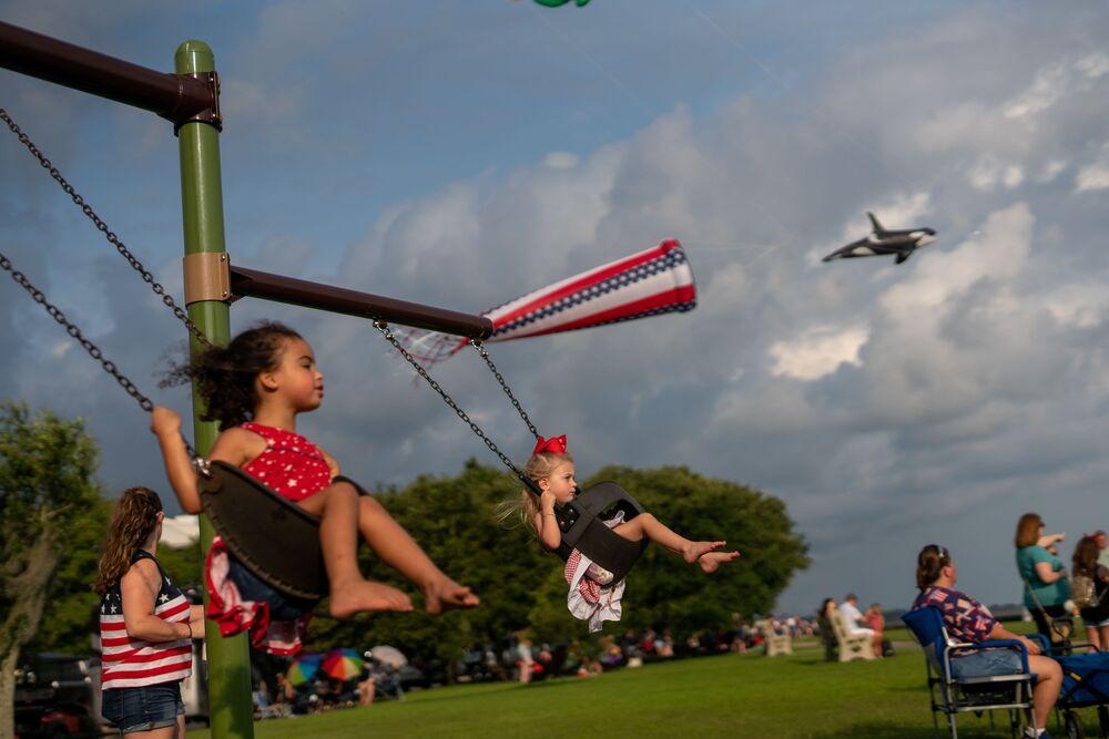 Crianças durante a festa do Dia da Independência no estado de Louisiana, 4 de julho de 2021