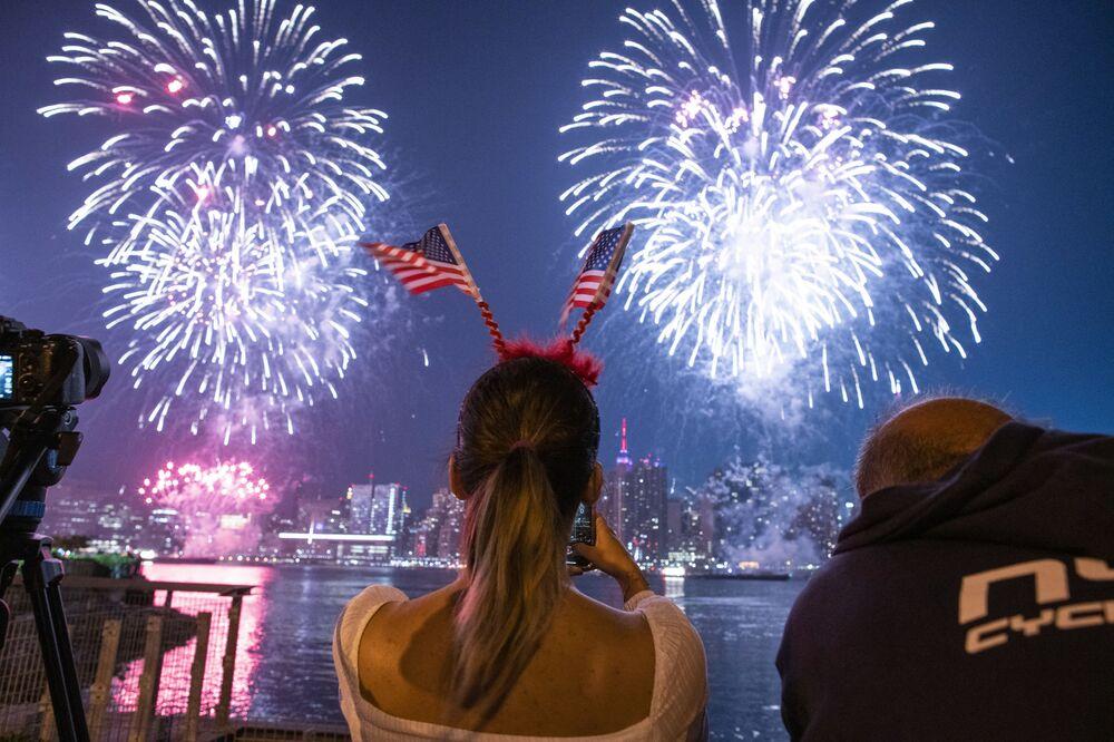 Fogos de artifício durante as celebrações do 4 de julho em Nova York, EUA