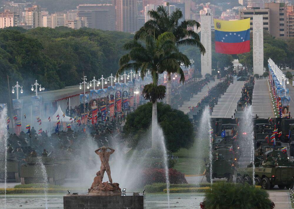 Desfile militar durante a celebração do 210º aniversário da Independência da Venezuela, em Caracas, 5 de julho de 2021