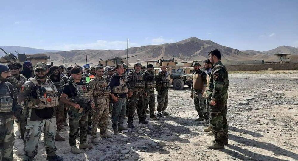 Comandos afegãos chegam para apoiar as forças de segurança em Faizabad, capital da província de Badakhshan, após os talibãs terem capturado vários distritos da província, 4 de julho de 2021
