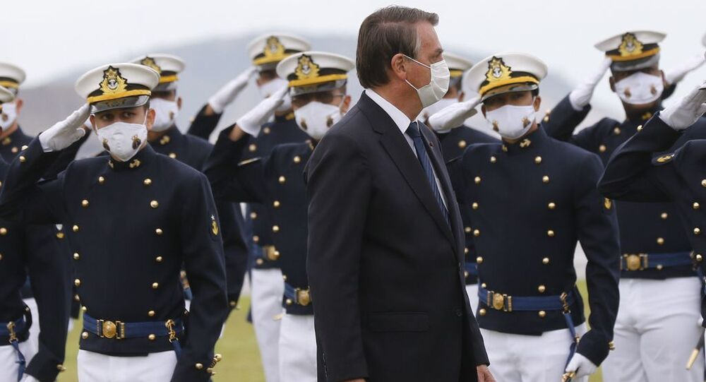 Presidente da República Jair Bolsonaro participa da cerimônia de juramento à bandeira e entrega de Espadins da turma Almirante Bosisio na Escola Naval