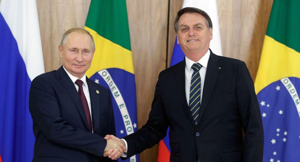 Presidente russo Vladimir Putin com o presidente brasileiro Jair Bolsonaro durante uma reunião no Palácio do Planalto, 14 de novembro de 2019