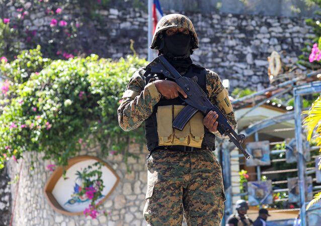 Polícia haitiana investiga ataque à residência do presidente do Haiti, Jovenel Moïse, que resultou na sua morte