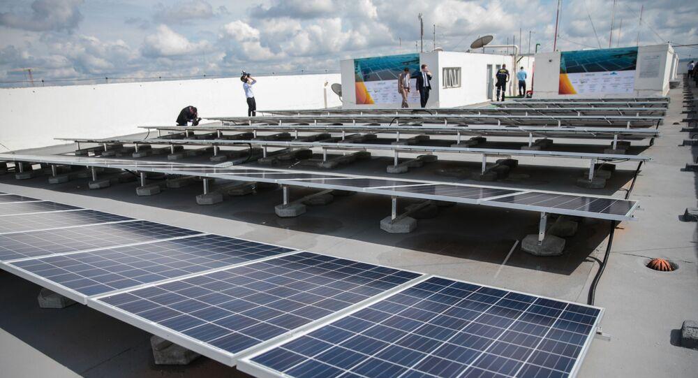 Painéis solares instalados na cobertura de um prédio Ministério de Minas e Energia em Brasília em 2016
