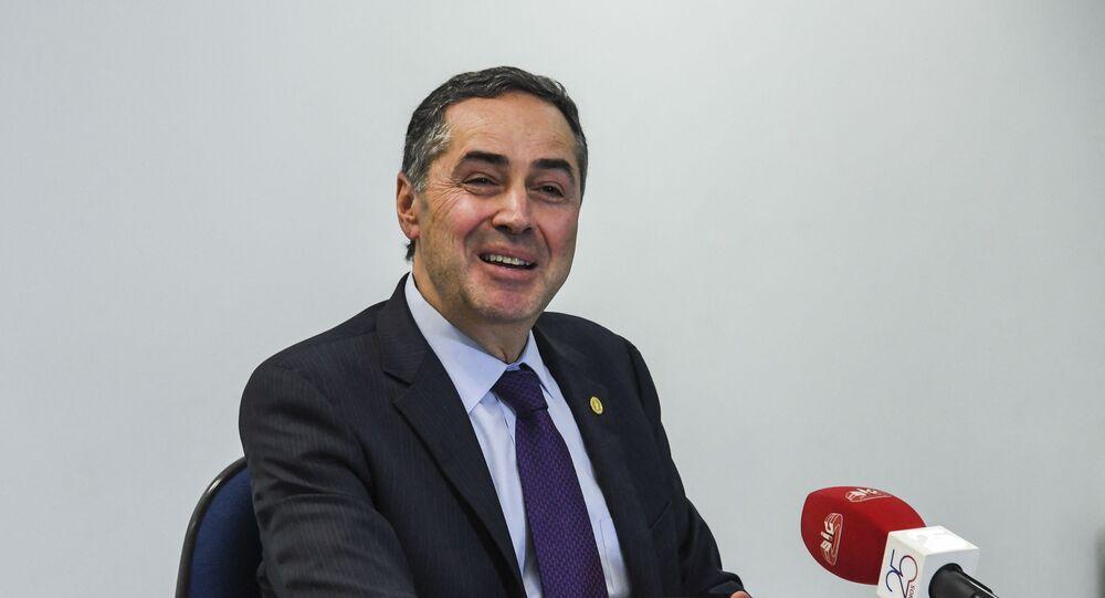 Ministro do Supremo Tribunal Federal (STF) e presidente do Tribunal Superior Eleitoral (TSE), Luís Roberto Barroso, durante entrevista coletiva. Foto de arquivo