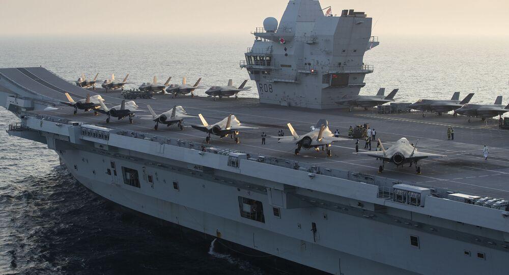 Caças F-35B Lightning II no convés do porta-aviões britânico HMS Queen Elizabeth