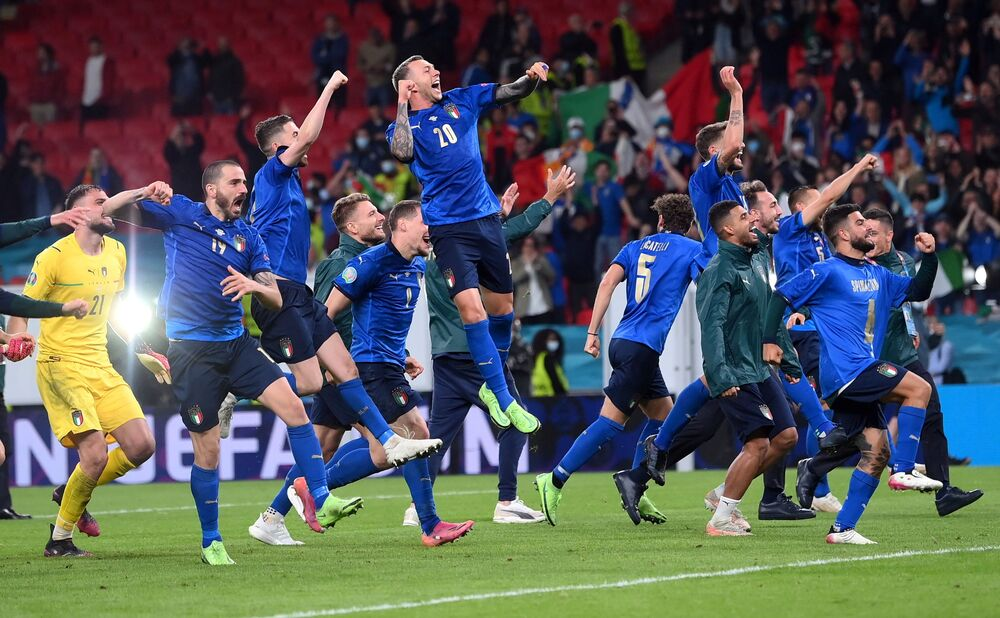 Jogadores da seleção Italiana após apuramento para a final da Eurocopa.