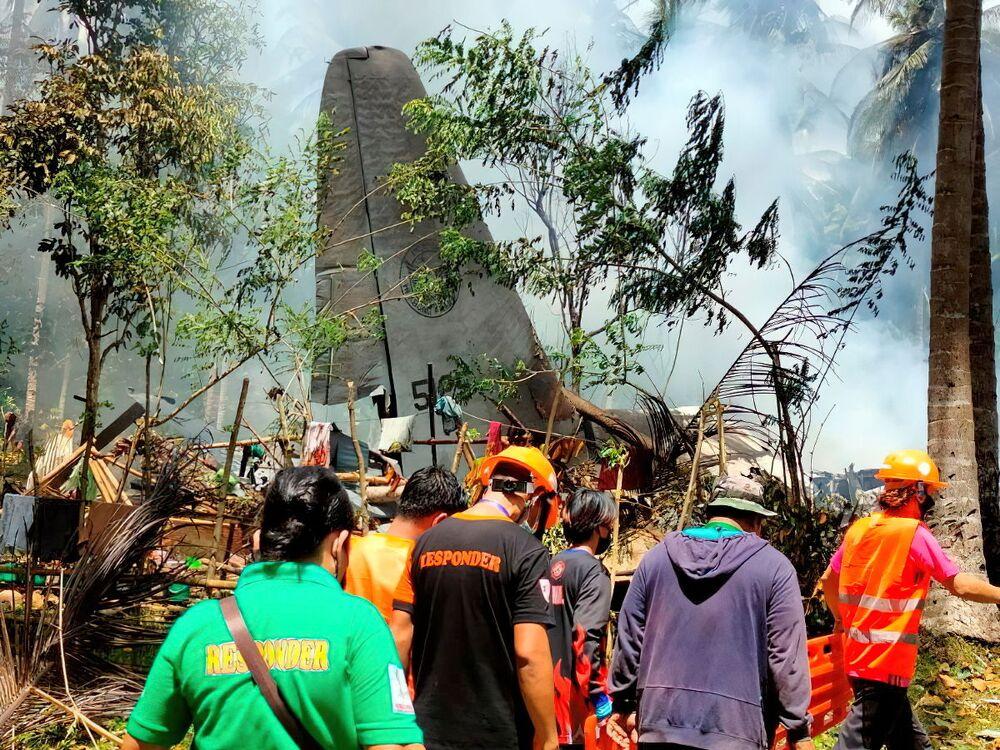 Avião Lockheed C-130 da Força Aérea das Filipinas com militares acidentado durante aterrissagem em Patikul, província Sulu, Filipinas