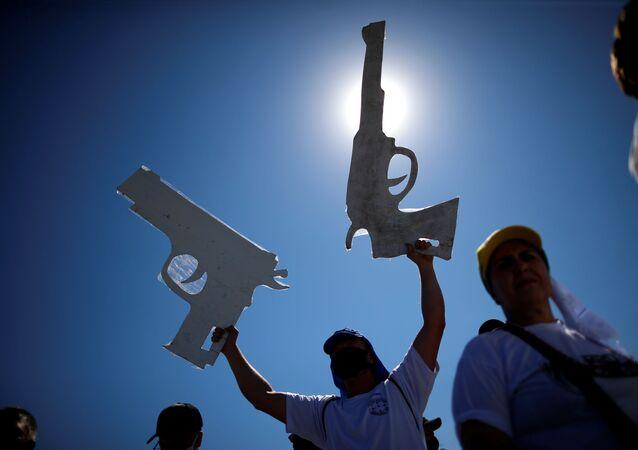 Manifestação em apoio ao direito de porte de armas e ao presidente do Brasil, Jair Bolsonaro