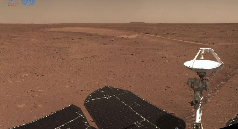 Superfície de Marte captada pelo rover Zhurong da China, 4 de julho de 2021