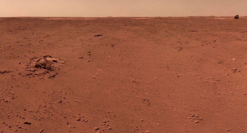 Paisagem de Marte captada pelo rover Zhurong da China, da missão Tianwen-1, em imagem divulgada em 9 de julho de 2021