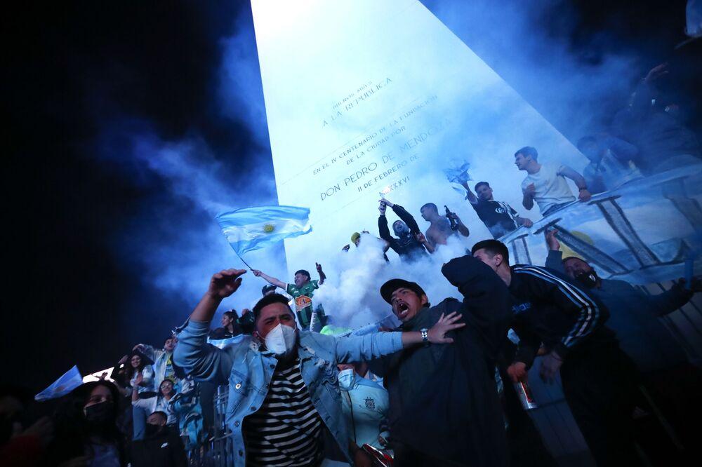 Torcedores comemoram o título da Argentina, 10 de julho de 2021