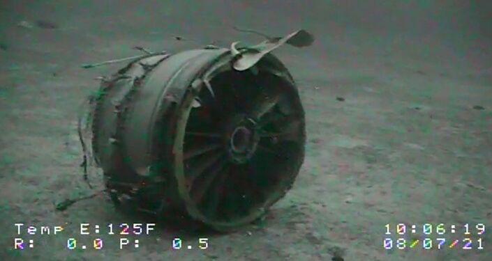 Um dos motores do avião Boeing 737-200 na Transair