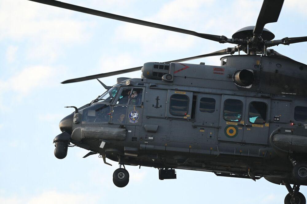 Helicóptero da Marinha do Brasil durante exercício de preparação para inspeção da ONU