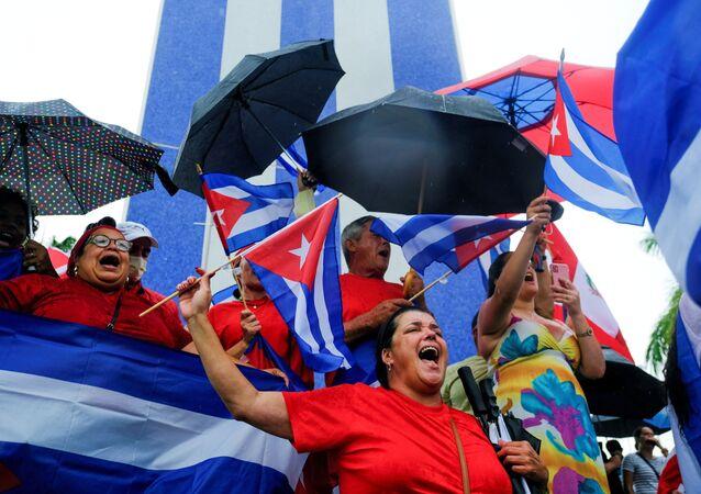 Emigrantes no bairro Little Havana reagem aos protestos em Cuba contra a crise econômica no país, Miami, EUA, 13 de julho de 2021