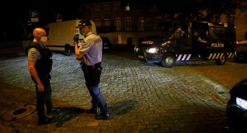 Policiais portugueses em ação.