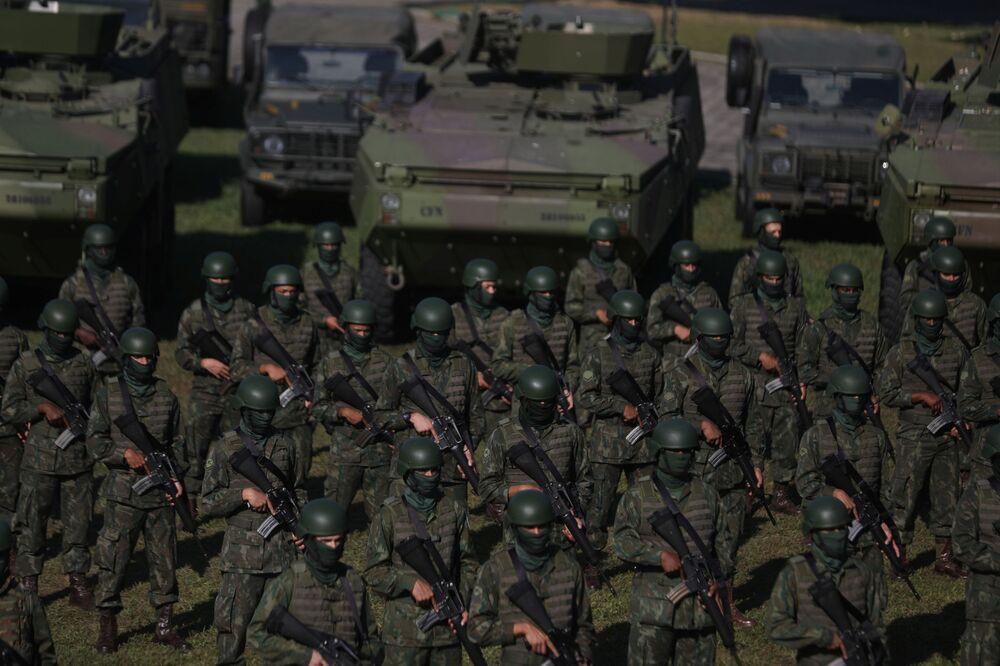 Fuzileiros brasileiros realizam exercício militar antes da inspeção da ONU para integração em missões de paz, 13 de julho de 2021