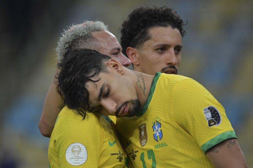 Neymar, Lucas Paqueta e Marquinhos após derrota para a Argentina na final da  Copa América, 10 de julho de 2021