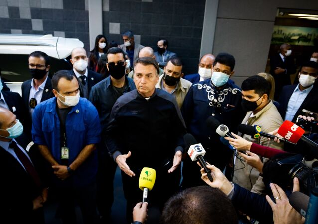 O presidente da República, Jair Bolsonaro, deixa o hospital Vila Nova Star na zona sul de São Paulo, na manhã deste domingo (18), São Paulo, 18 de julho de 2021