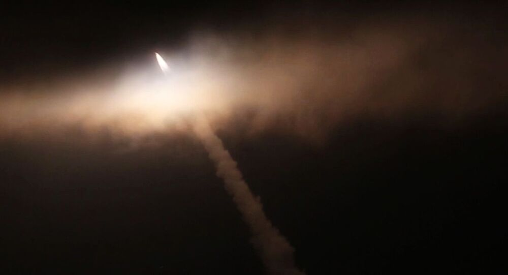 Lançamento do míssil hipersônico Tsirkon a partir da fragata Admiral Gorshkov no oceano Ártico