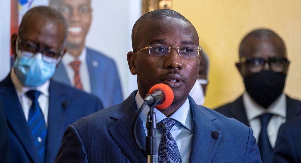 O primeiro-ministro interino Claude Joseph dá entrevista coletiva quase uma semana após o assassinato do presidente Jovenel Moise, em Porto Príncipe, Haiti em 13 de julho de 2021