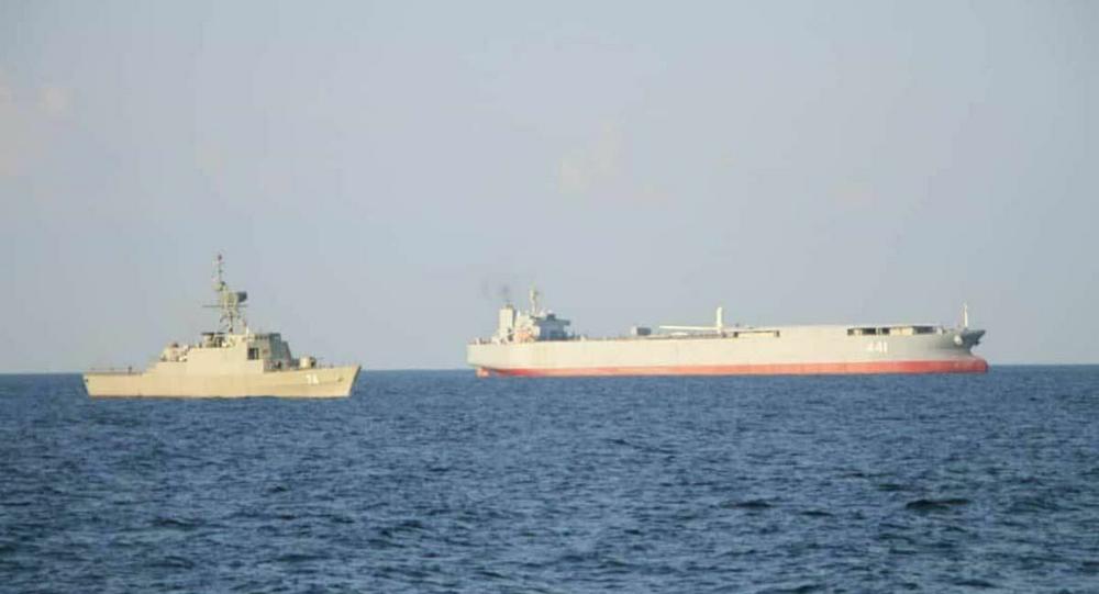 Base marítima expedicionária e navio de combustível Makran, e a fragata Sahand, do Irã