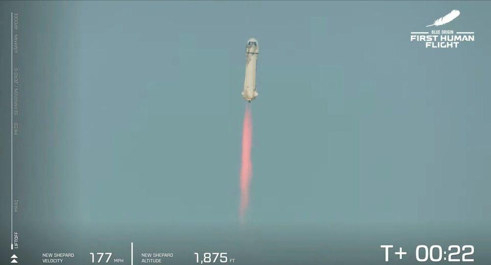 Bezos no espaço: homem mais rico do mundo realiza viagem espacial de 10  minutos (VÍDEO, FOTO) - Sputnik Brasil