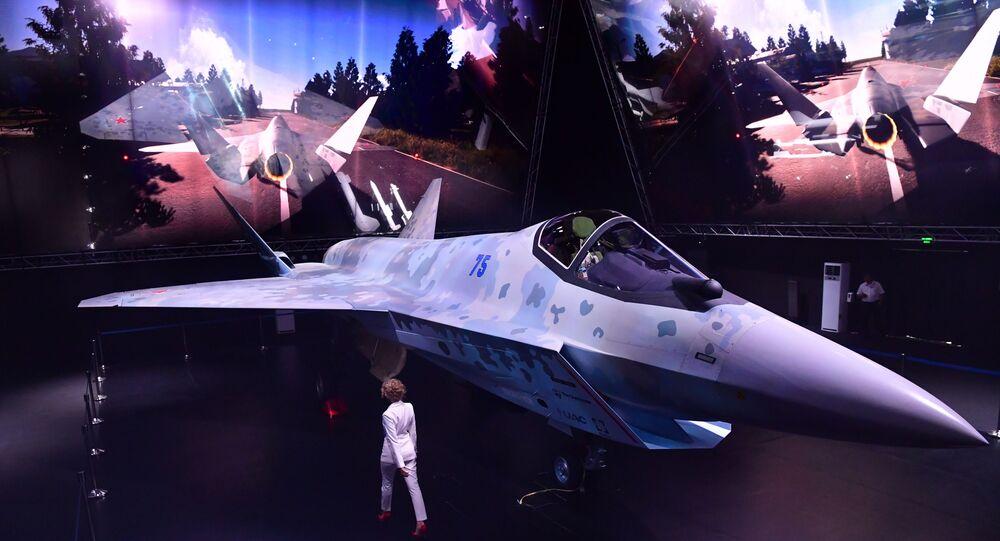 Protótipo de novíssimo caça leve LTS Sukhoi ou Checkmate apresentado no Salão Aeroespacial Internacional MAKS 2021, 20 de julho de 2021