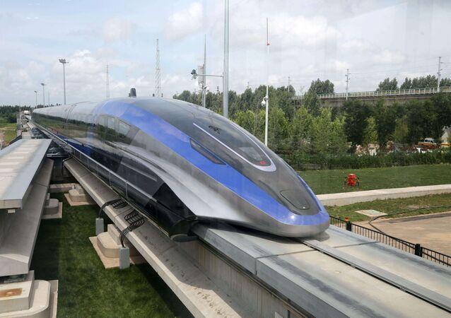 Trem chinês maglev de alta velocidade , que pode atingir uma velocidade máxima de 600 km/h