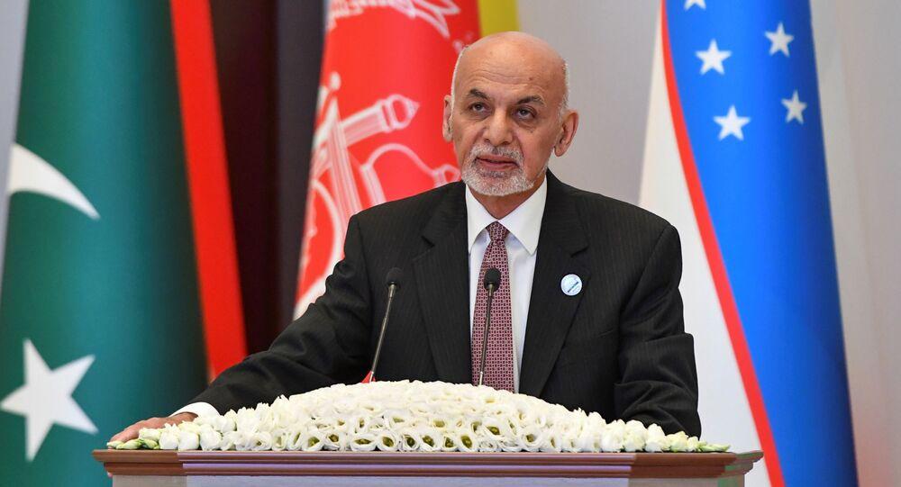 O presidente do Afeganistão, Ashraf Ghani, participa da Cúpula de Comércio da Ásia Centro-Sul em Tashkent, Uzbequistão, em 16 de julho de 2021.