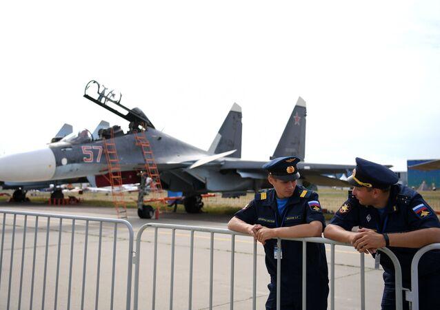 Caça russo Su-30 no Salão Aeroespacial Internacional MAKS 2021, 21 de julho de 2021
