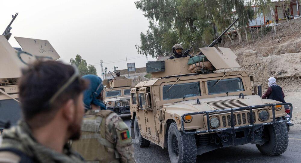 Forças Especiais Afegãs durante missão perto de posto de controle cercado pelo Talibã, na província de Kandahar, Afeganistão, 13 de julho de 2021