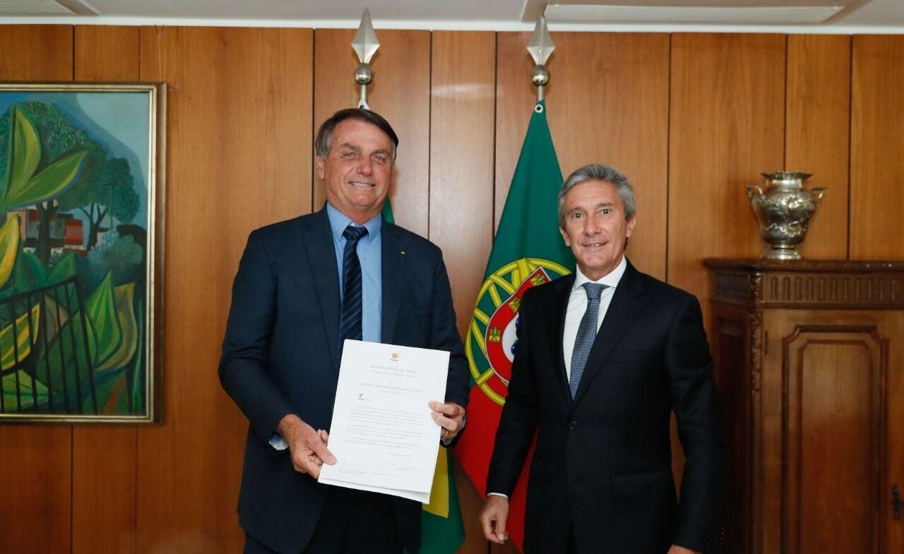 Jair Bolsonaro recebe Luís Faro Ramos, embaixador de Portugal em Brasília, em 7 de janeiro de 2021