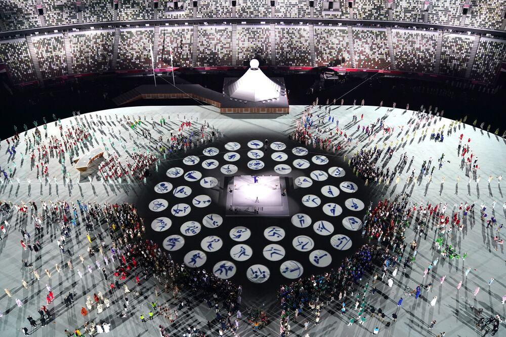 Uma visão geral do Estádio Olímpico mostra uma apresentação durante a cerimônia de abertura na capital japonesa, em 23 de julho de 2021