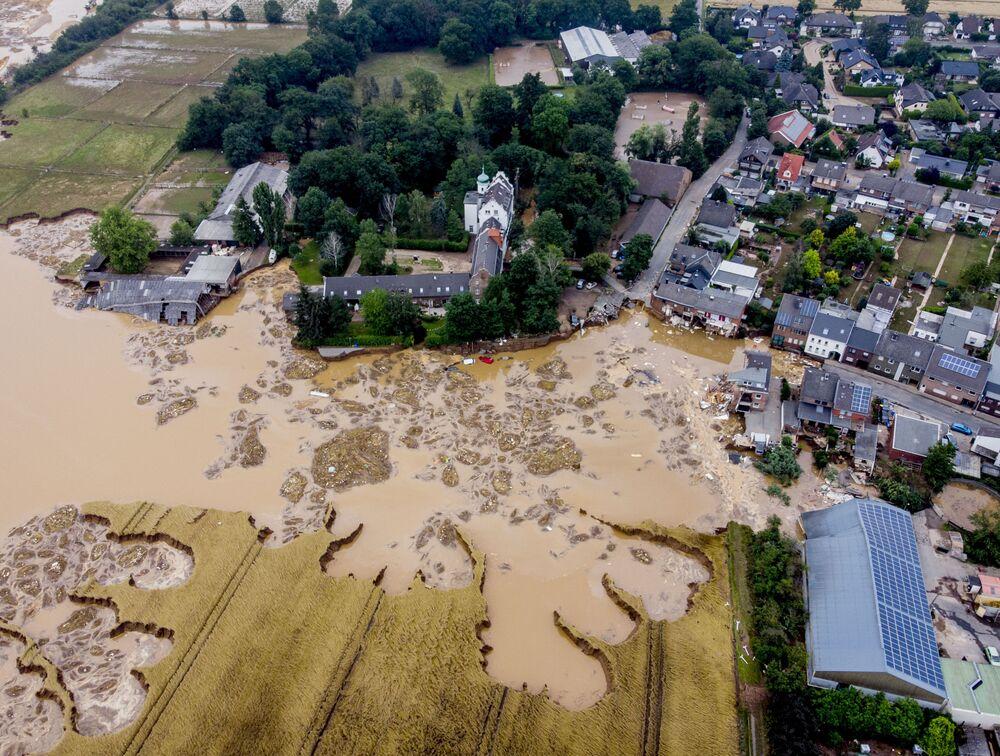 Castelo danificado durante inundações em Erftstadt-Blessem, na Alemanha, 17 de julho de 2021