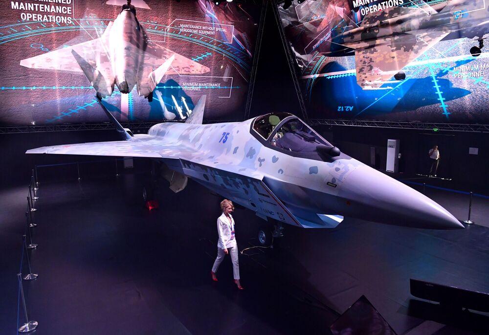 Apresentação do protótipo do novo caça russo de quinta geração Checkmate no Salão Aeroespacial Internacional MAKS 2021, na Rússia