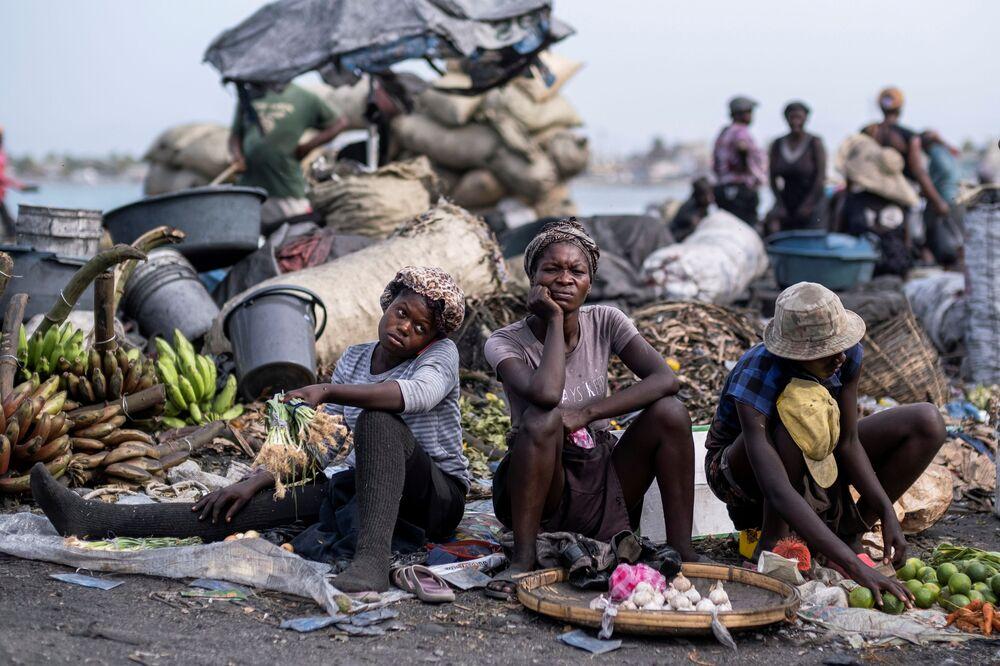 Vendedores em um mercado da comuna de Cabo Haitiano, Haiti, 21 de julho de 2021