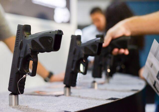 Empresas de Segurança e Armamentos participam da LAAD Defense e Security, maior feira do segmento na América Latina, que acontece no Rio Centro, em Jacarepaguá na zona oeste do Rio de Janeiro, 9 de dezembro de 2020