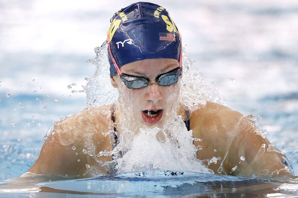 Nadadora Katie Grimes dos EUA, de 15 anos, compete na final feminina de 400 metros em San Antonio, Texas, EUA, 15 de janeiro de 2021