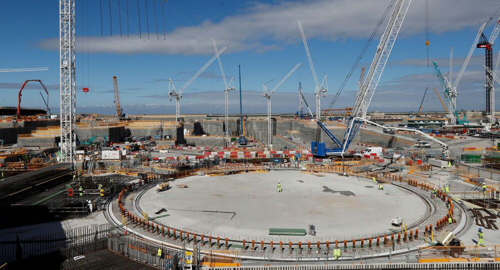 Trabalhadores na área para o reator em construção na usina nuclear de Hinkley Point C