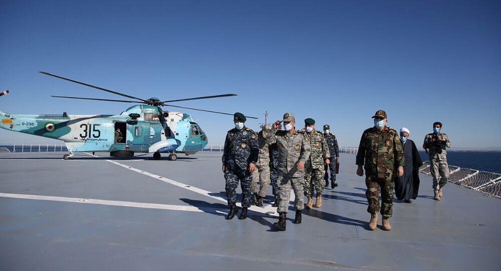 Exercício militar do Irã no golfo de Omã em 13 de janeiro de 2021