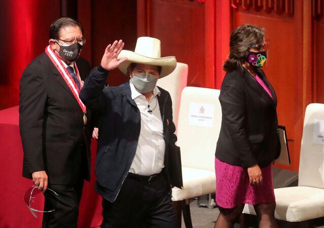 Pedro Castillo após confirmação oficial de sua vitória na eleição presidencial, 23 de julho de 2021