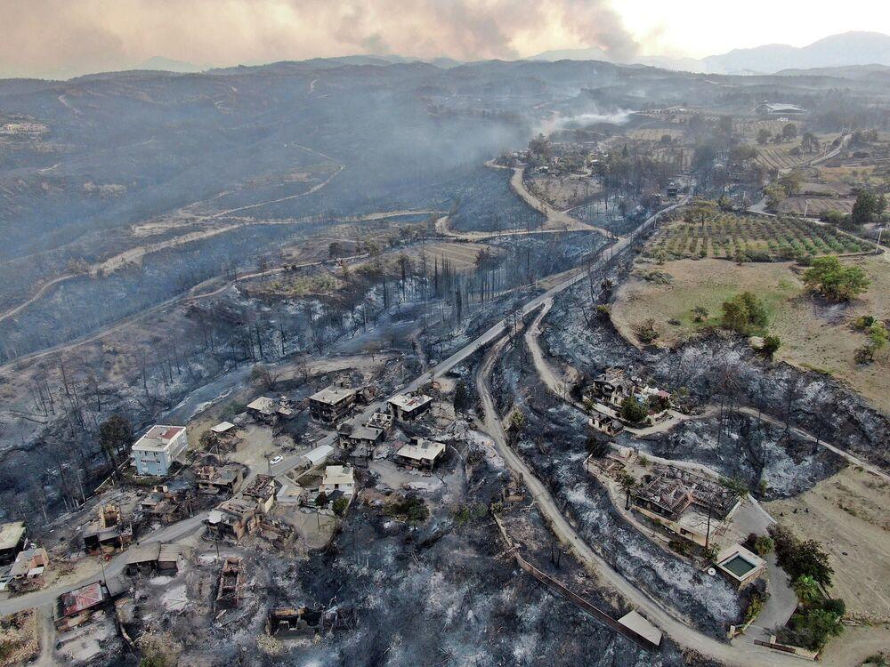 Destruições causadas por incêndios florestais na província de Antália, Turquia, 29 de julho de 2021