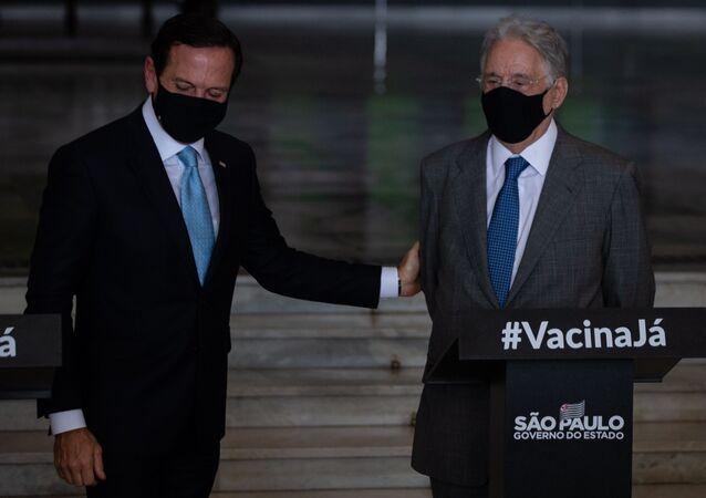 O governador de São Paulo, João Doria, recebe os ex-presidente Fernando Henrique Cardoso para ato em defesa da vida e da importância da vacina contra o novo coronavírus no Palácio dos Bandeirantes, em São Paulo. Foto de arquivo