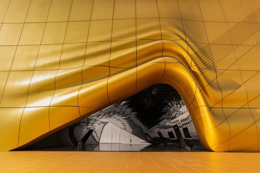 Foto Melting Gold (Ouro Derretido, na tradução) do fotógrafo indonésio Charles Saswinanto, que ganhou o primeiro lugar na categoria Fotografia de Arquitetura. O exterior único, com sua arquitetura dourada, faz lembrar ouro derretido nesta foto que tirei de um prédio localizado em Incheon, Coreia do Sul, escreve o autor da imagem