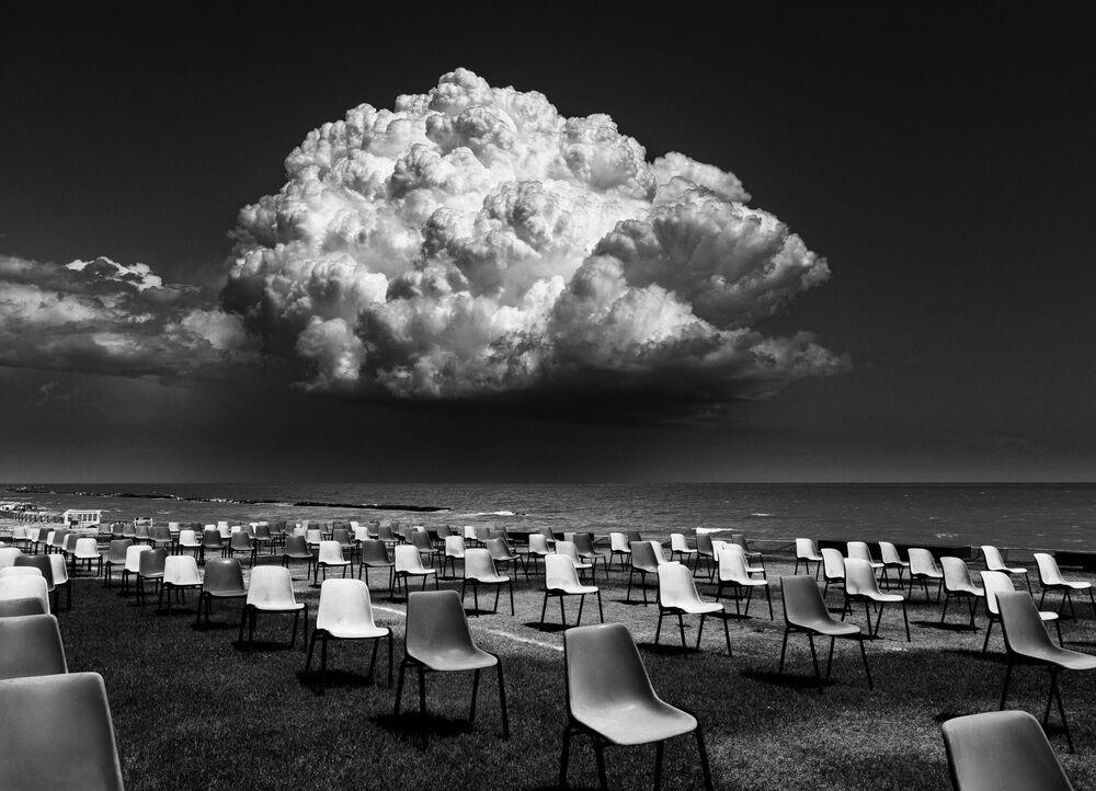 Foto The Social Distance (Distanciamento Social, na tradução) do fotógrafo italiano Giuseppe Cocchieri, que ficou em primeiro lugar na categoria Geral – Preto e Branco