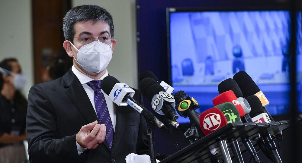 Senador Randolfe Rodrigues em entrevista coletiva antes do recesso da CPI da Covid, Brasília, 15 de julho de 2021